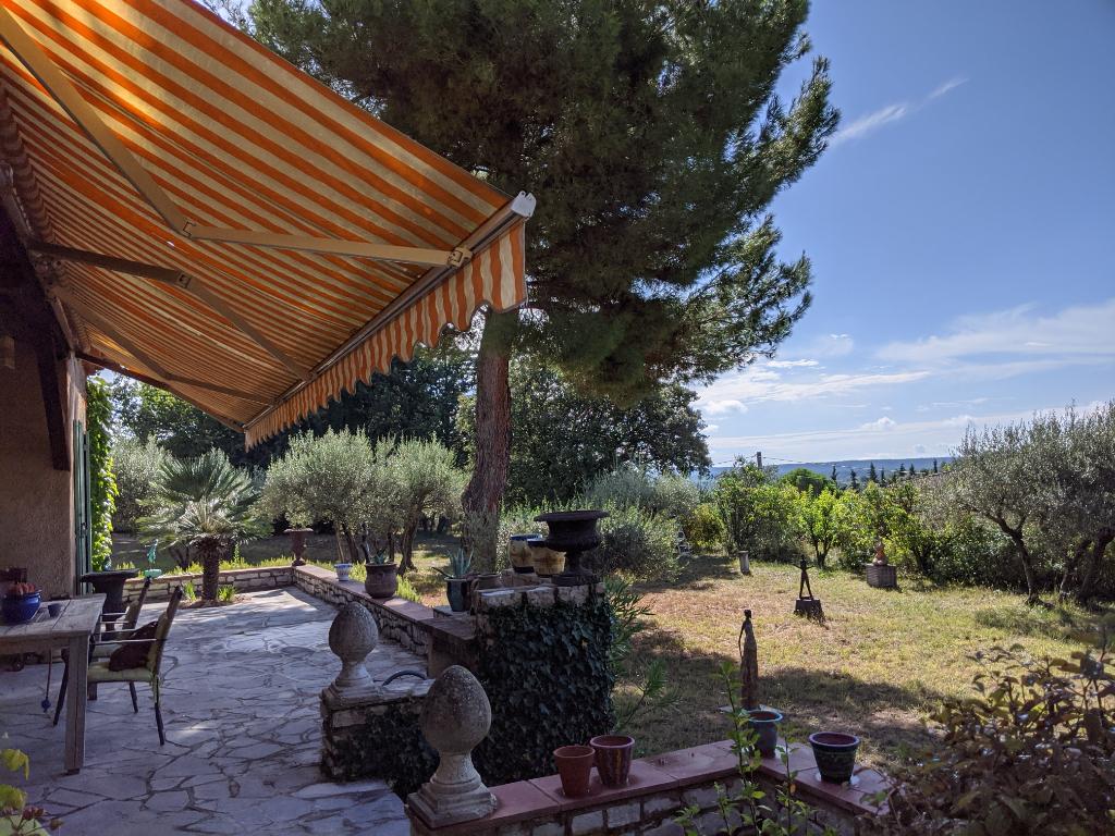 MOISSAC BELLEVUE, charmante villa sur 3200 m2 de terrain avec piscine.