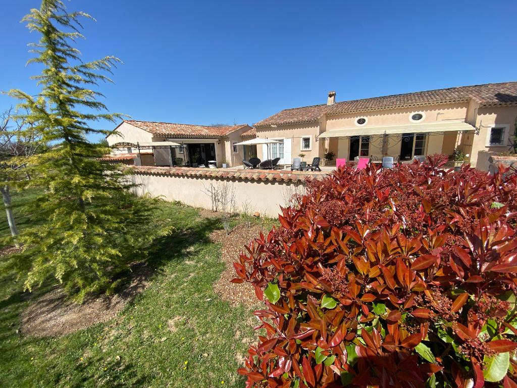 Régusse, belle maison familiale de 8 pièce(s)  sur 3790 m².