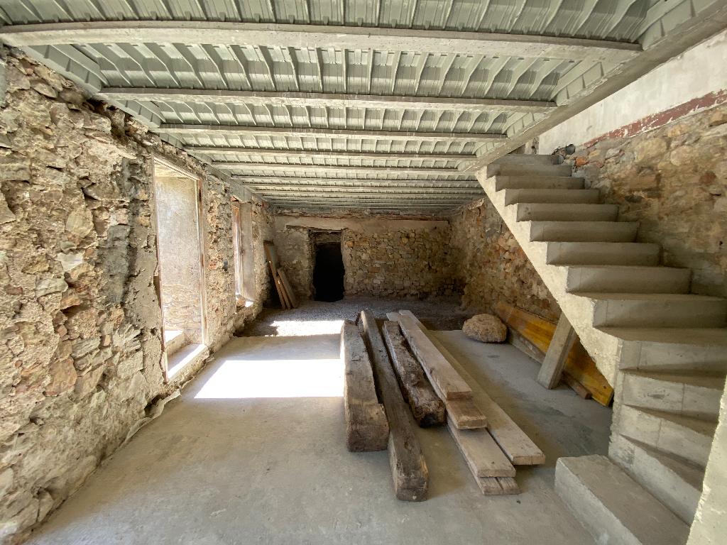 Flayosc, Maison de village de 180 m2 à rénover avec jardin de 95m2.