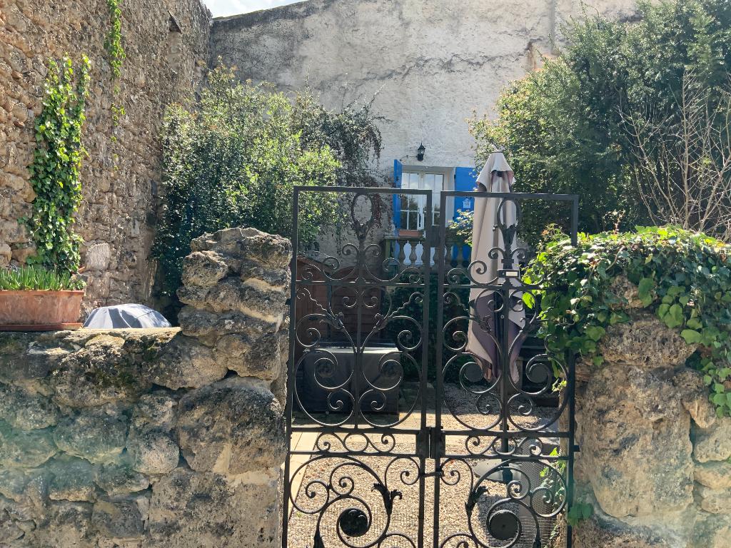 Carcès, bastide en pierre, au calme, très beaux volumes
