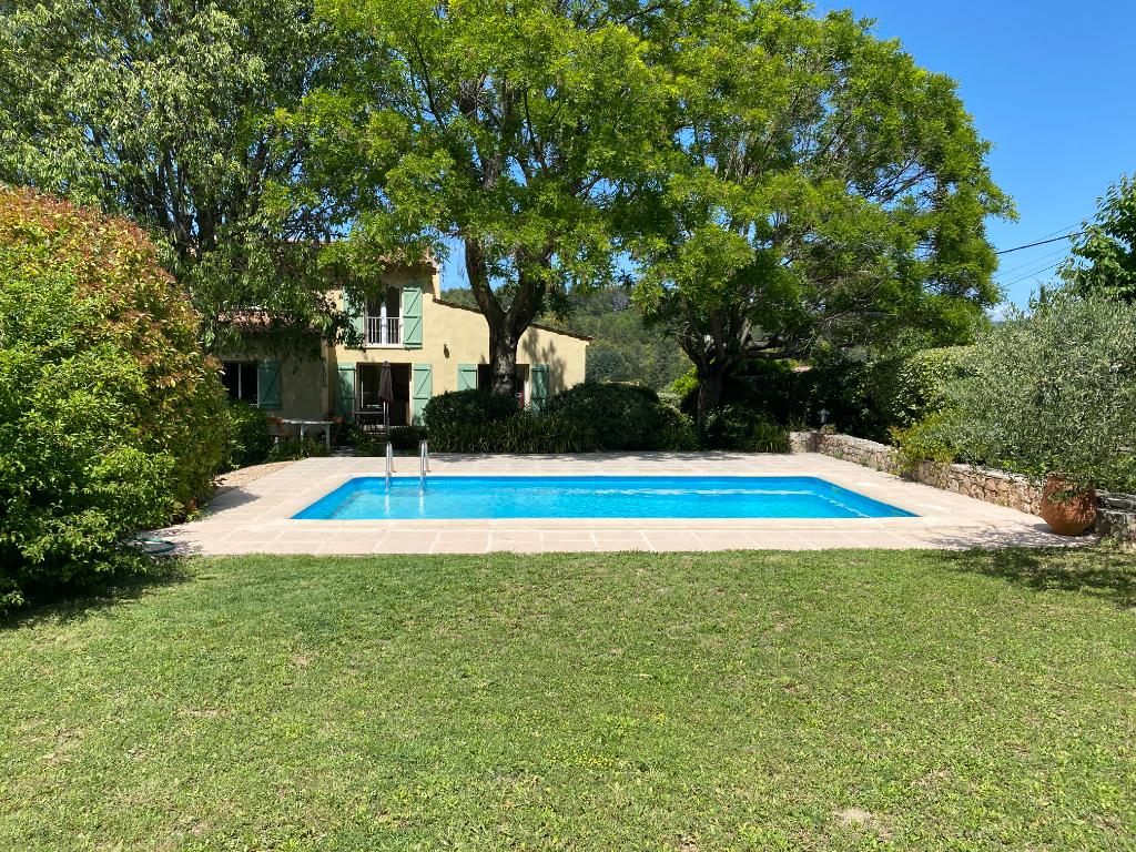 FLAYOSC – maison  de 133 m2 sur 2223m2 de terrain a deux pas du village – piscine