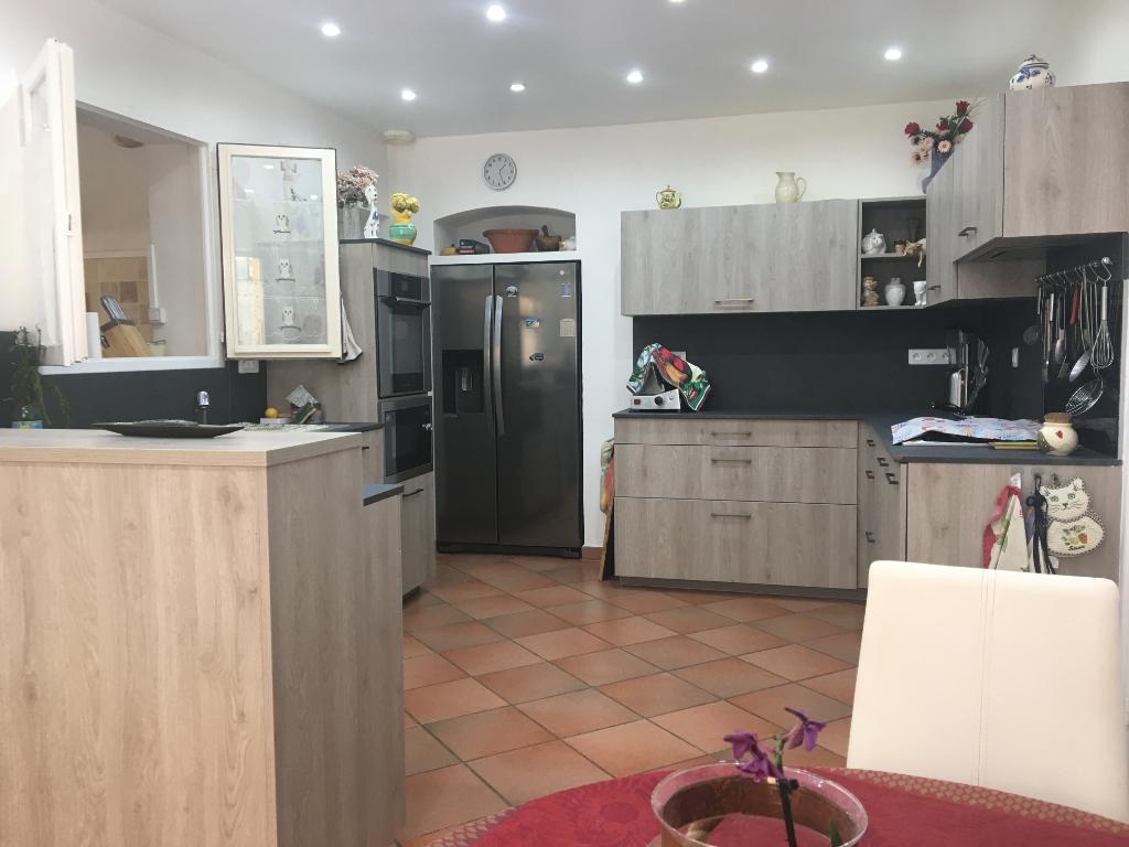 Lorgues – Maison 6 pièces de 180 m2 sur 4.000 m² de terrain