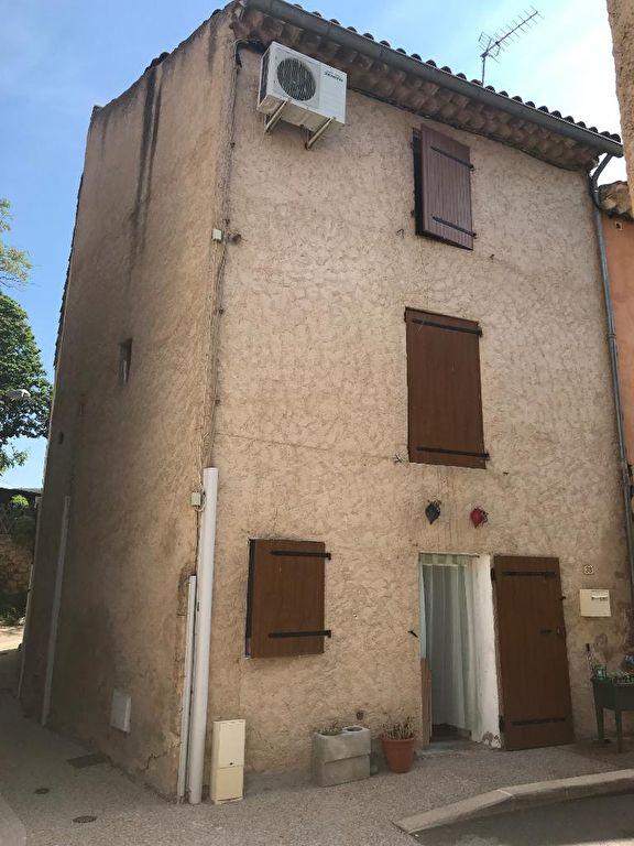 TAVERNES, maison de village sur 3 niveaux.